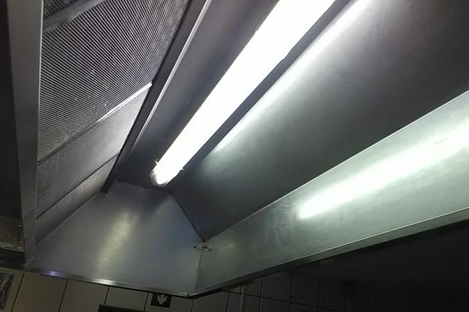Zsíros konyhai elszívó rendszer tisztítása